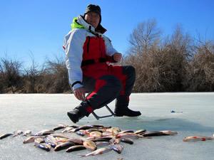 способы ловли рыбы зимой на течении